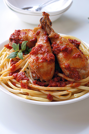 Chicken with sun-dried tomato sauce and thick spaghetti